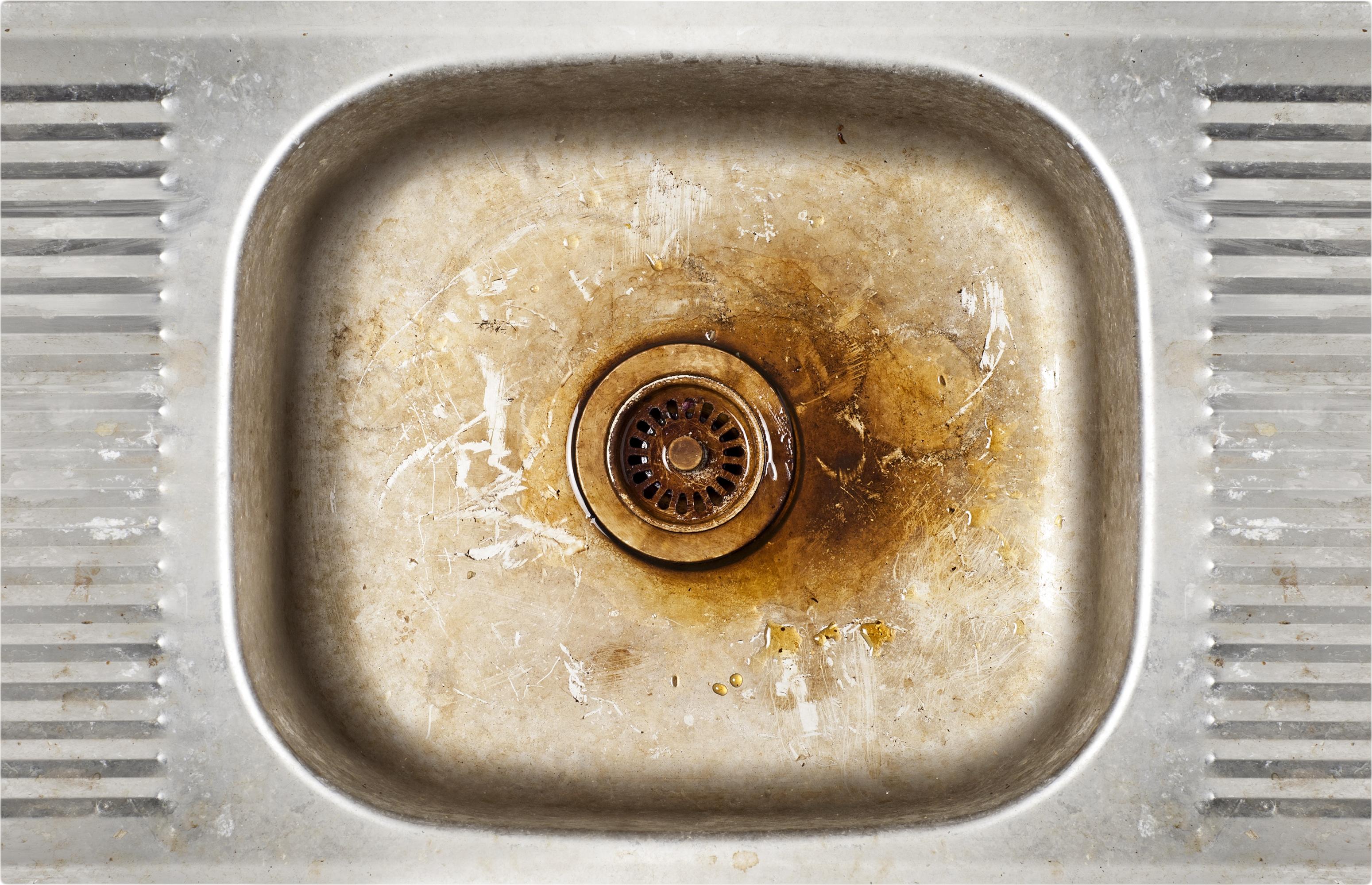 Мивката ви е мръсна или с петна. Идея: Почиствайте всяка седмица поне по един път мивката в кухнята и банята с препарат. Така ще я запазите без петна.