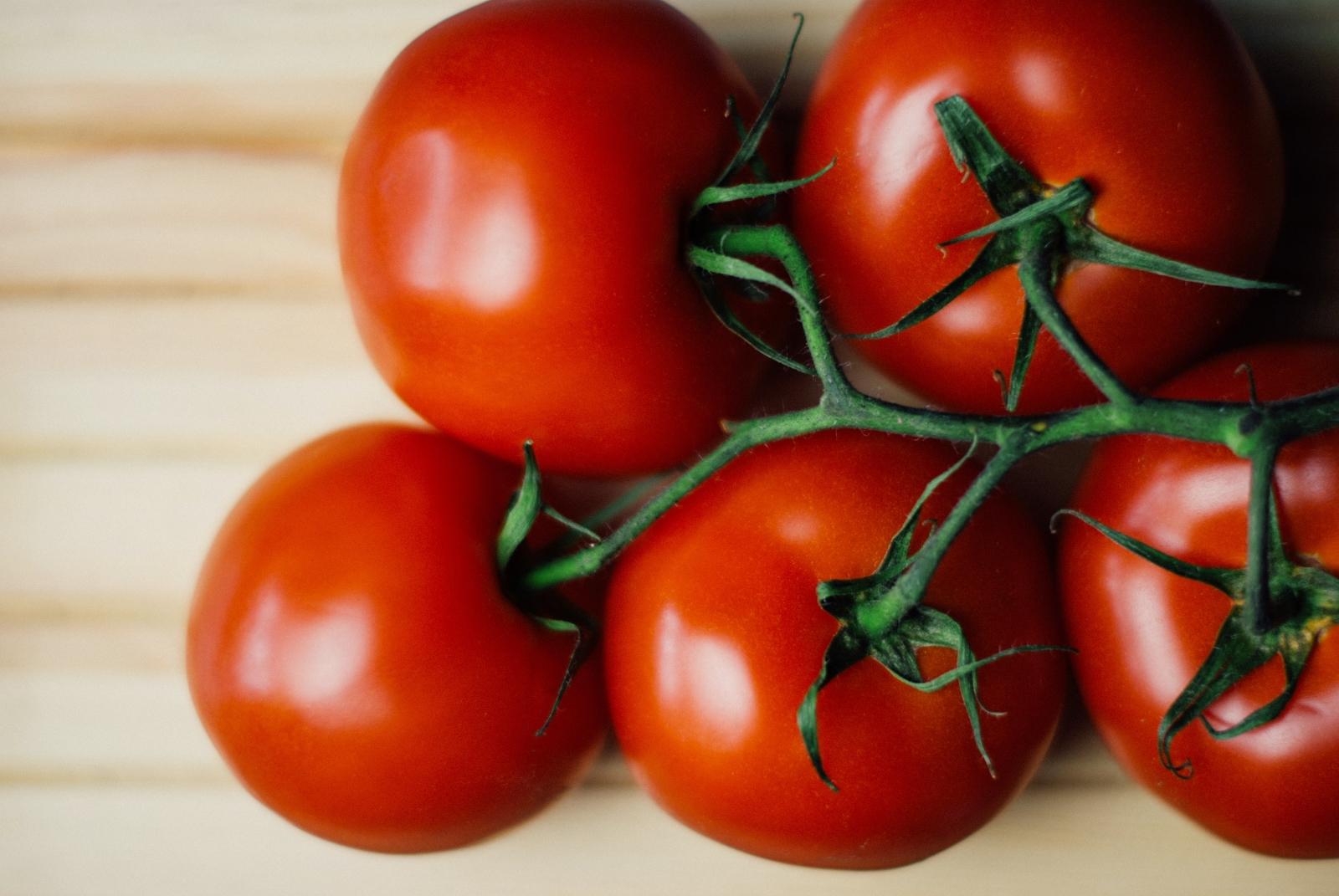 Спорът дали доматът е плод или зеленчук изглежда вечен.