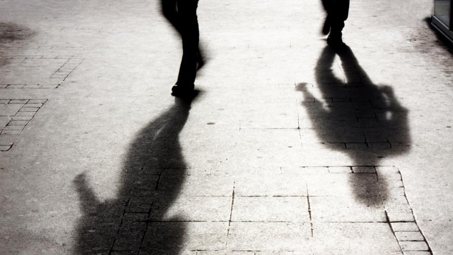 <p>Мигранти изнасилиха 16-годишна, напрежение в Рим</p>
