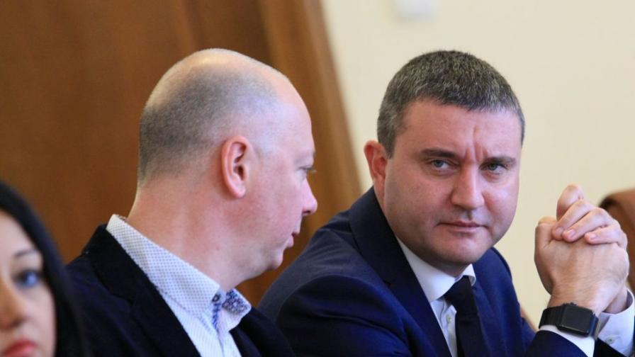 Горанов приел жилището заради земетресението в Перник