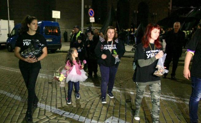Протестът на майките за оставката за Симеонов не спира