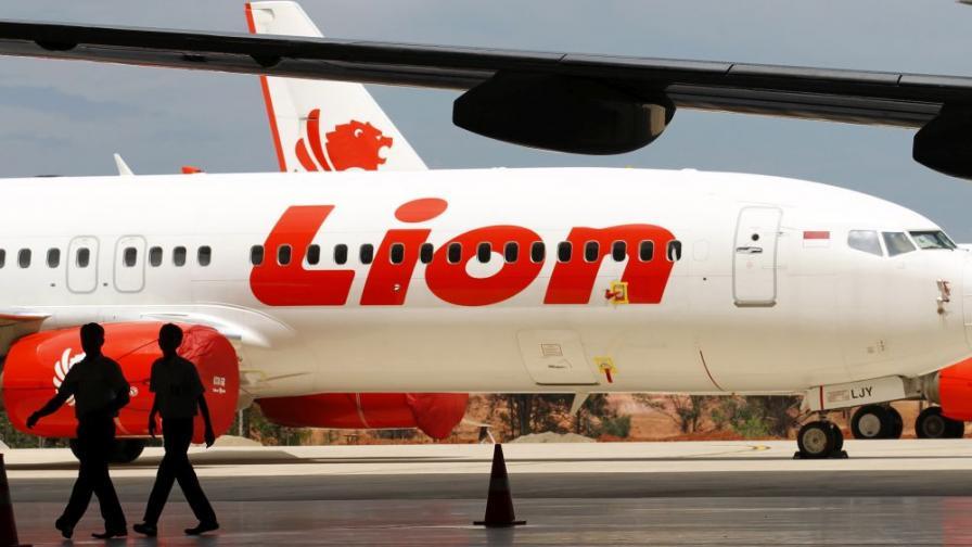 Изтеглиха данните от черната кутия на индонезийския самолет