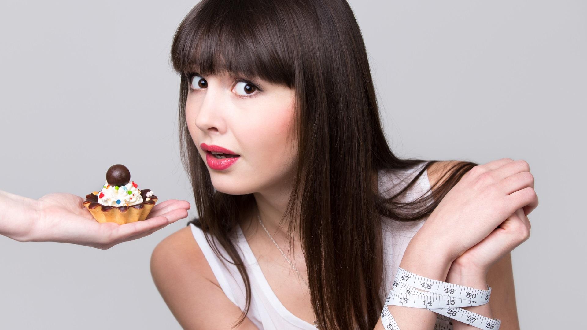 Няма да ви се яде сладко<br /> <br /> След месеци на здравословно хранене и виждайки колко невероятно изглеждате в резултат на това, сладките и шоколадите може вече да не са изкушаващи за вас. В началото ще бъдете изненадани, но ще свикнете. Просто не забравяйте, че от време на време няма нищо лошо да си доставяте по малко сладко удоволствие.