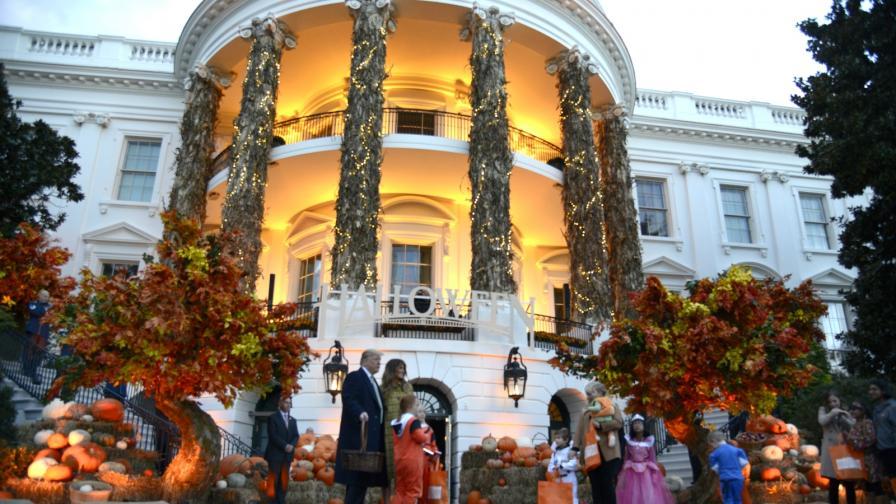 Мелания раздава бонбони в Белия дом