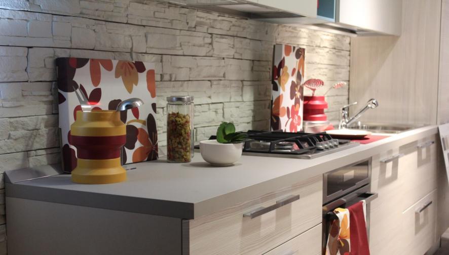 Обърнете внимание на трите най-важни помещения в дома ви: спалнята, банята и кухнята. Те са най-тясно свързани с вашето здраве, така че ги пренареждайте редовно, за да осигурите движение на енергията в положителна посока. Като следвате тези начални насоки със сигурност ще донесете свежест и хармония в дома си и ще насочите енергията си към вашите дългосрочни цели.