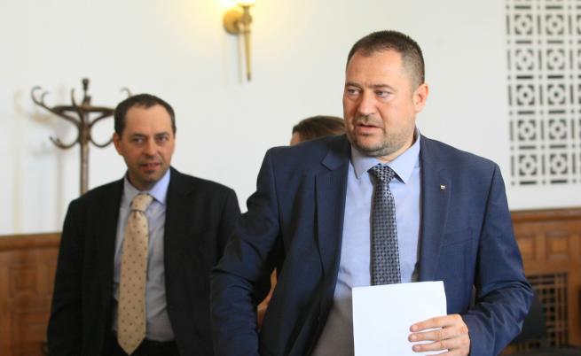 Петър Харалампиев е с повдигнати обвинения