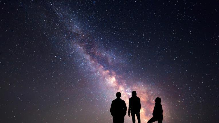 Как да разпознаем космическите връзки в живота си