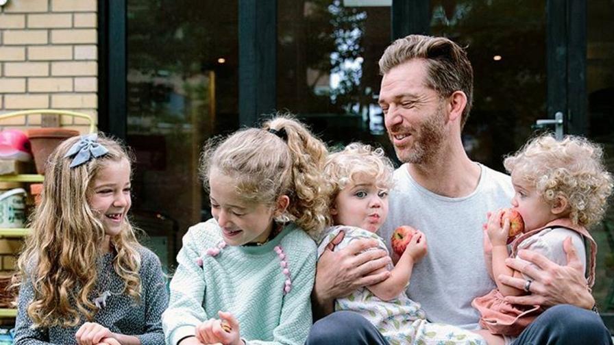 Как се живее с четири дъщери в една къща - вижте сами