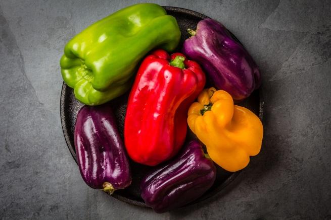 Сгответе по-бързо зеленчуците с газирана вода - използвайте газирана, а не обикновена вода, когато приготвяте зеленчуци. Бикарбонатът в газираната вода разгражда целулозата в зеленчуците и така процесът им на приготвяне отнема по-малко време. Газираната вода ще направи зеленчуците и по-меки, а цветовете им ще се запазят по-ярки.