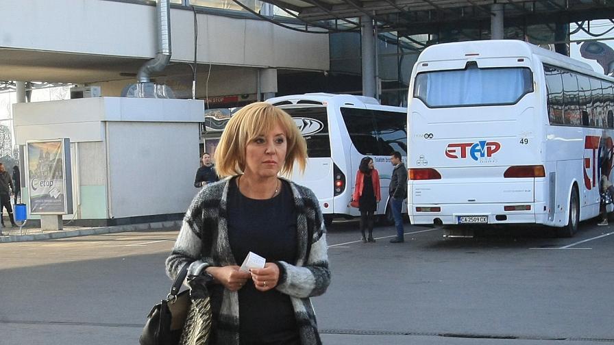 Манолова: Взеха ми колата, няма да ме спрат