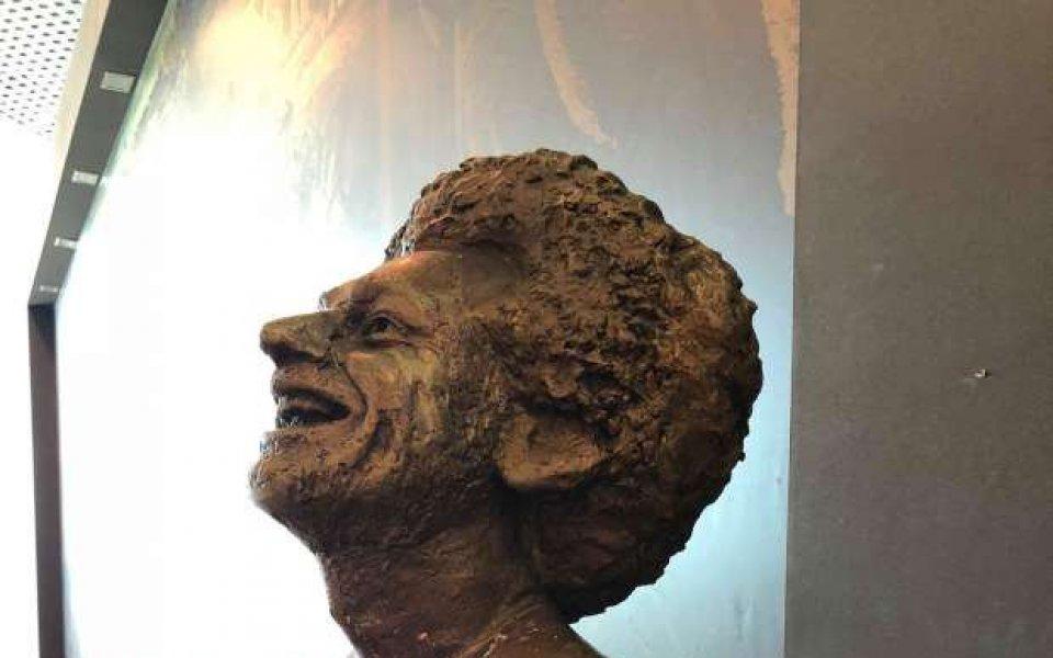 Салах се трогнал от статуята си, хвали скулптора