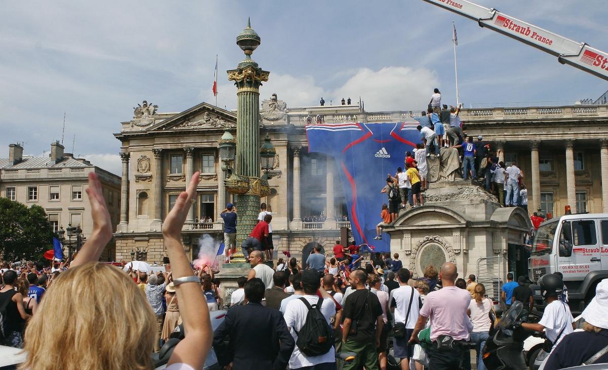 """Финалът на Световното първенство по футбол през 2006 година между Италия и Франция. Наблюдаван е от 715 милиона души. Световната титла отива при """"Петлите""""."""