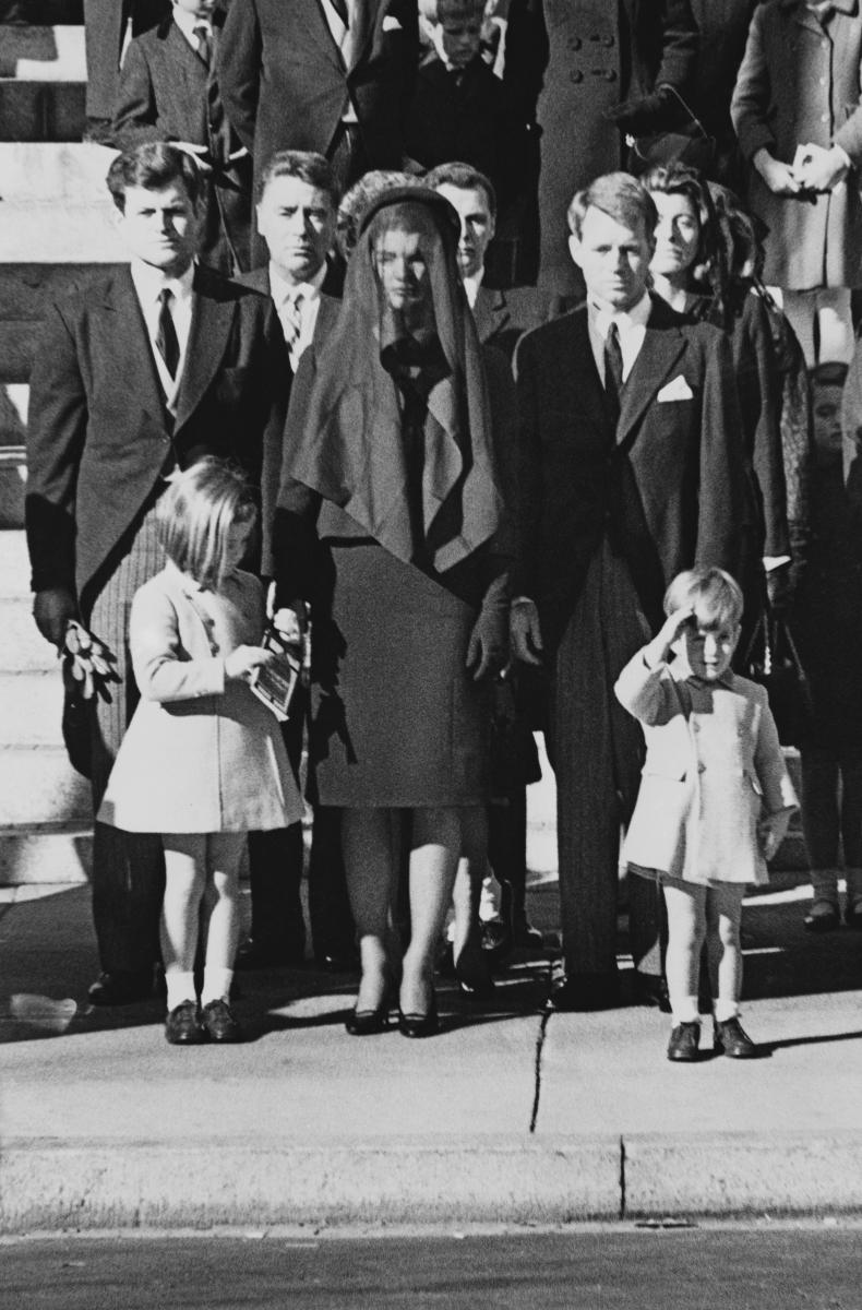 Погребението на президента Кенеди. То е било наблюдавано от рекордните не само за времето си 180 милиона души.