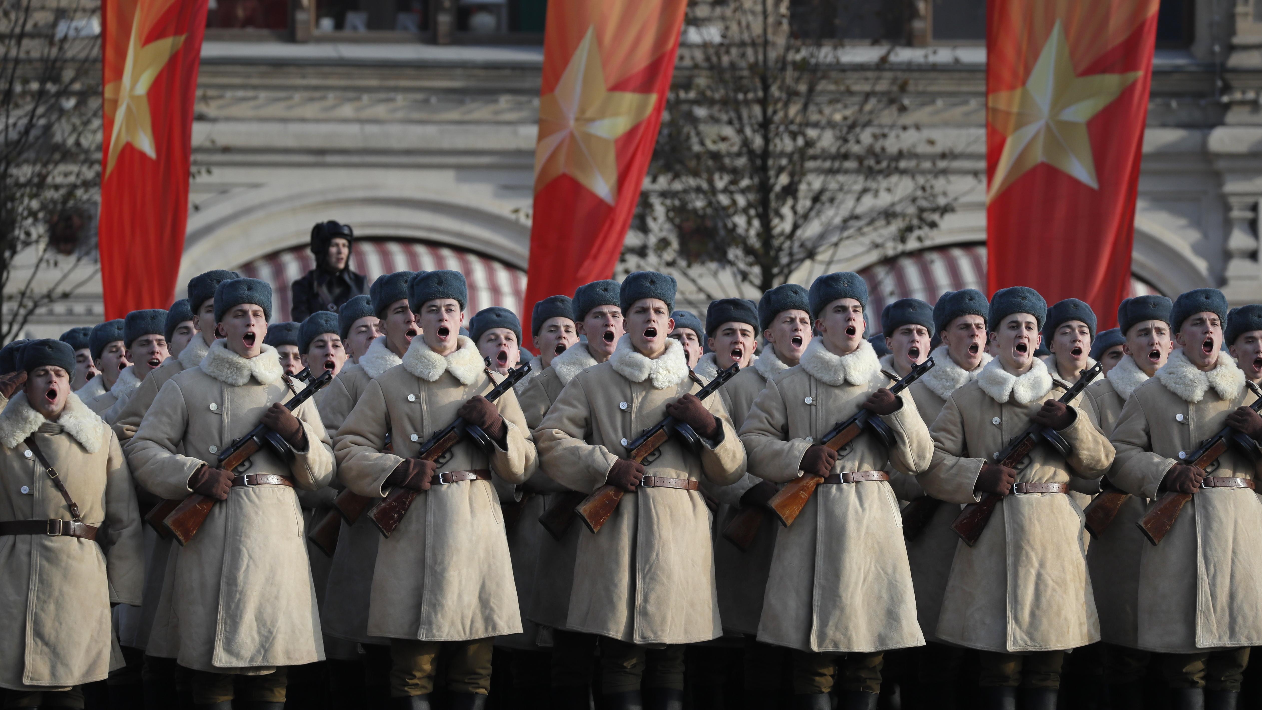По време на СССР военният парад на 7 ноември беше централен празник за годината.