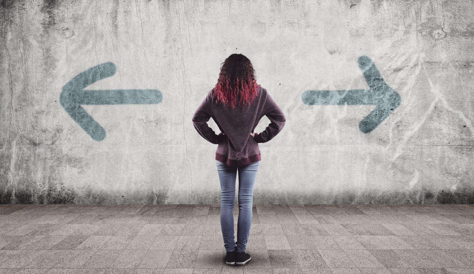 3. Третият кризисен период (от 18 до 22 години) е свързан с търсенето на своето място под слънцето.За удачно преминаване през тази криза свидетелства умението спокойно и с пълна отговорност да се приеме собствената личност такава, каквато е, с всички недостатъци и достойнства, знаейки, че най-важна е собствената индивидуалност.