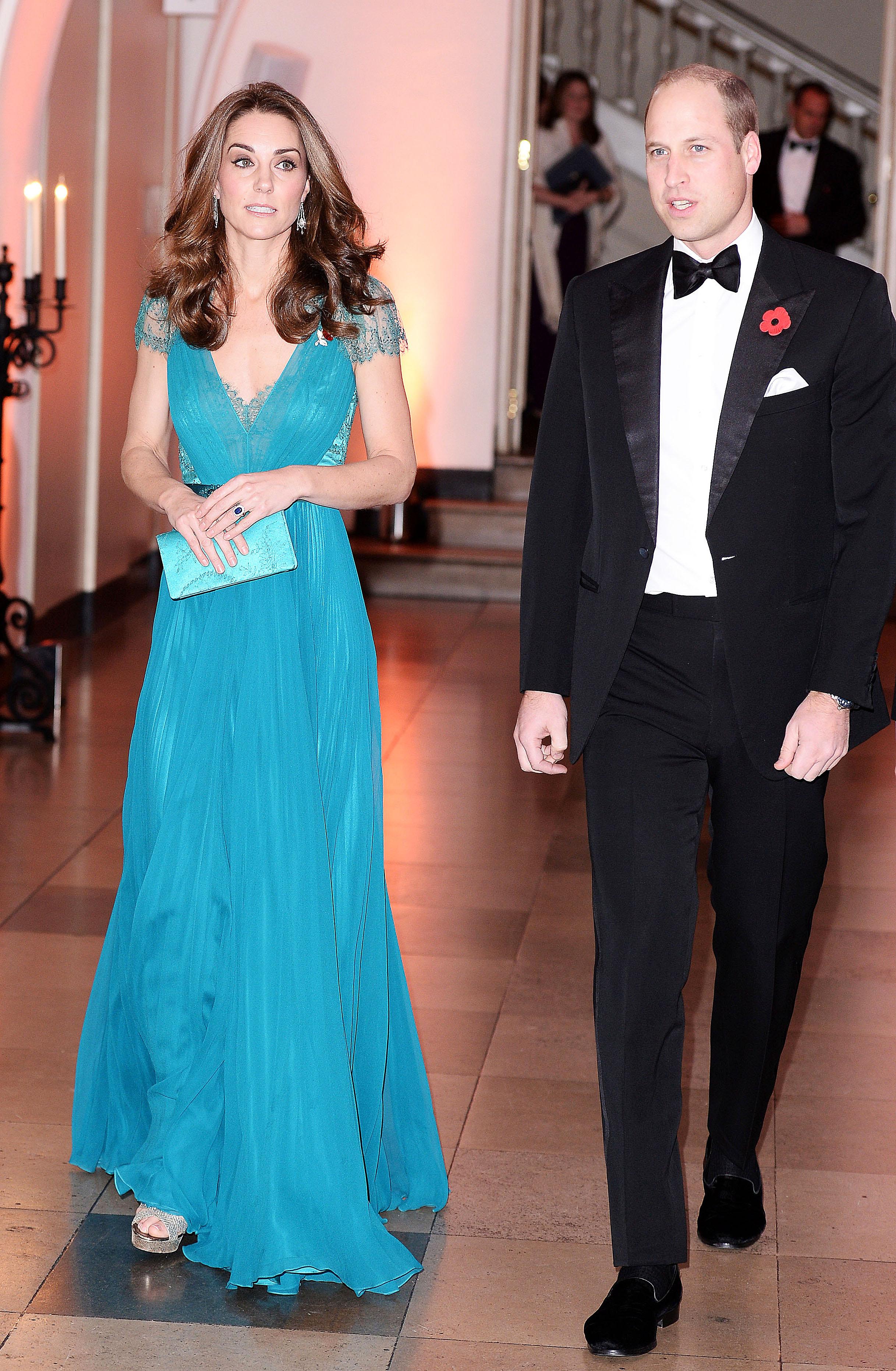 Дебютът на зелената рокля е през вече 2012 г., когато Кейт бе специален гост на вечеря в чест на Олимпиадата, проведена вРоял Албърт Хол.