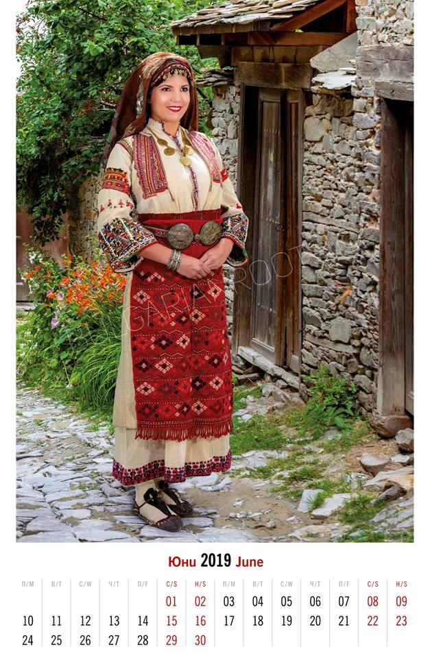 Празнична лятна носия от с. Ковачевица, Гоцеделчевско (втората половина на ХIХ в.)<br /> Модел: Вяра-Надежда Стойкова