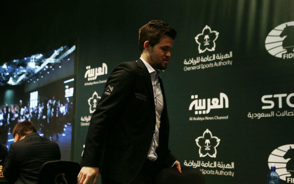 Реми в първата партия за световната титла по шахмат