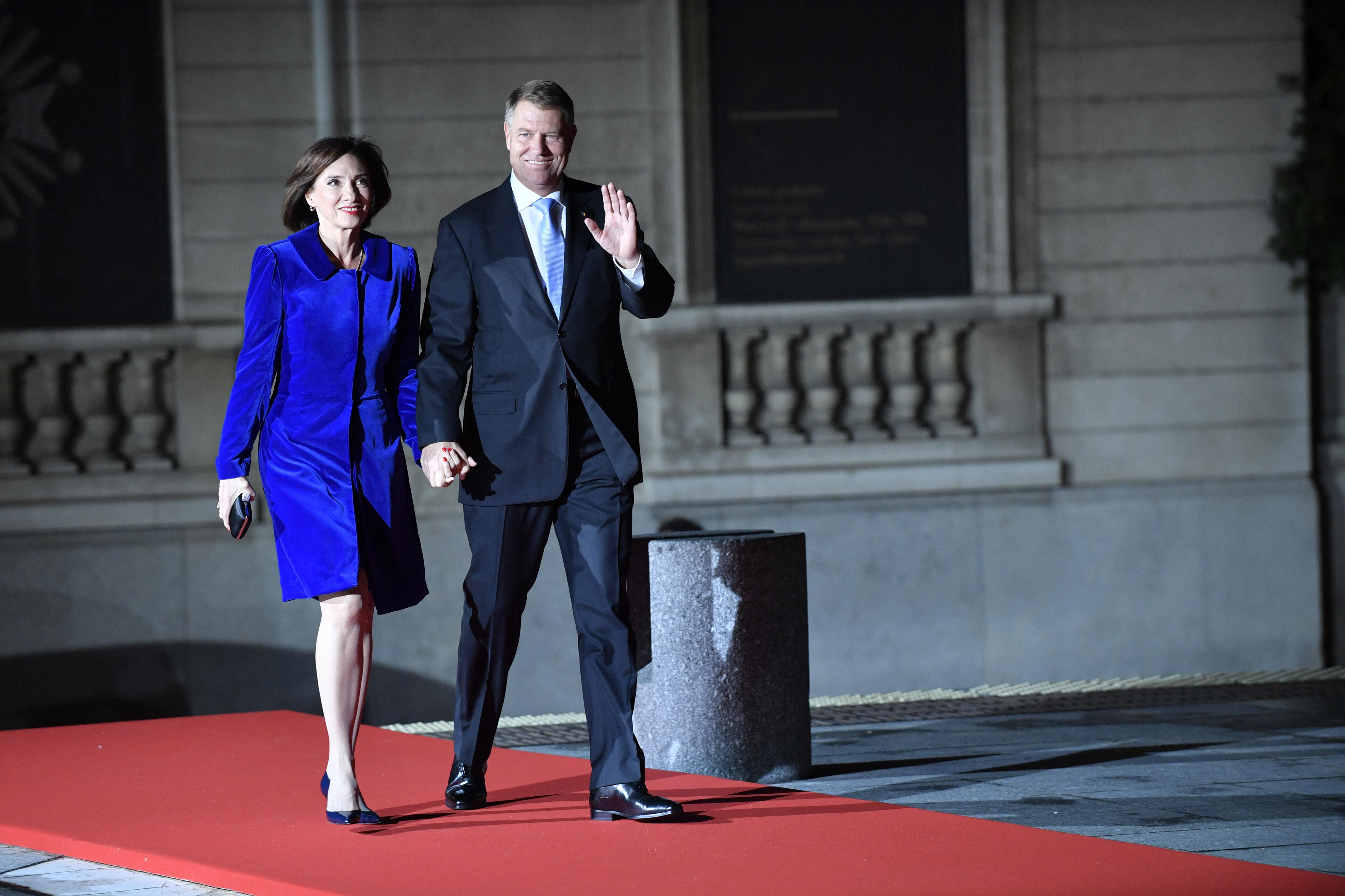Президентът на РумънияКлаус Йоханиси съпругата му Кармен