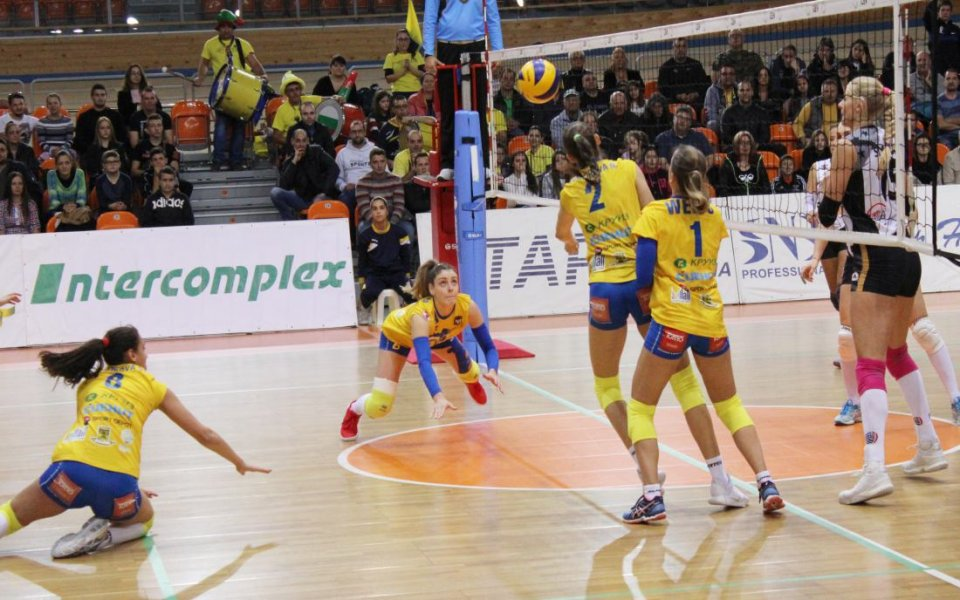 Марица започна с чист успех защитата на титлата във волейбола