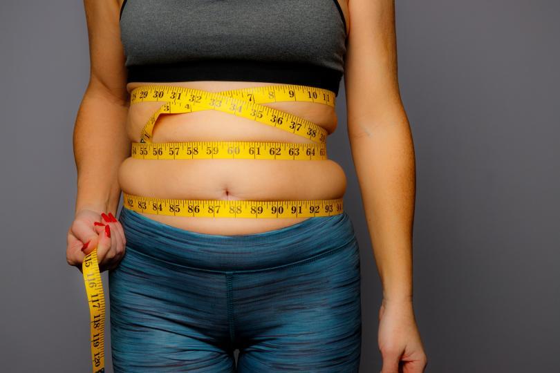 <p><strong>Можете да наддавате на тегло</strong></p>  <p>Въпреки възприемането, че пропускането на закуската може да доведе до загуба на тегло, това не е напълно правилно. Някои изследвания показват, че всекидневното пропускане на това хранене може да бъде свързано със затлъстяването не само при децата, но и сред възрастните хора.</p>  <p>Това, че пропускате закуската, може да ви накара по-късно през деня да преяждате при останалите хранения. Едно от най-вредните хранения е това непосредствено преди лягане.</p>