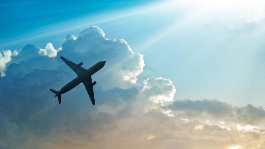 """Самолет блъсна човек на """"Шереметиево"""", мъжът загина"""