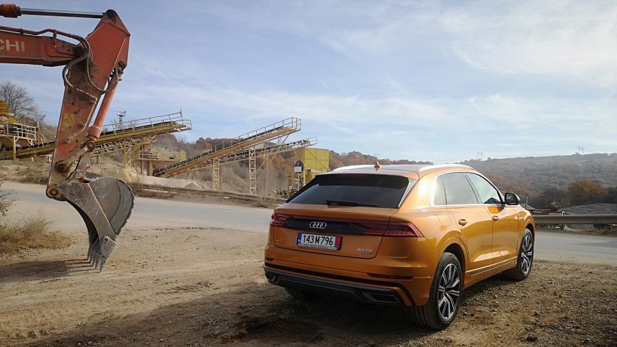 Зад волана на Audi Q8