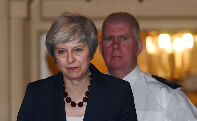 Извънредна среща за Брекзит, Мей под напрежение