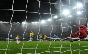 Зловещ момент на мач в Бразилия, гръм удари играч