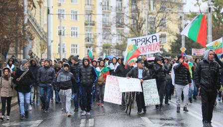 <p>Шофьор с опасни дрифтове около протеста в София</p>