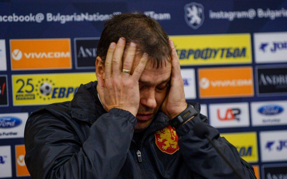 Националният селекционер Петър Хубчев категорично отказа да коментира появилите се