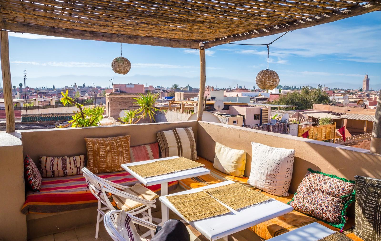Мароко. Ако решите да посетите Маракеш по това време на годината, термометрите ще показват 21-24 градуса.