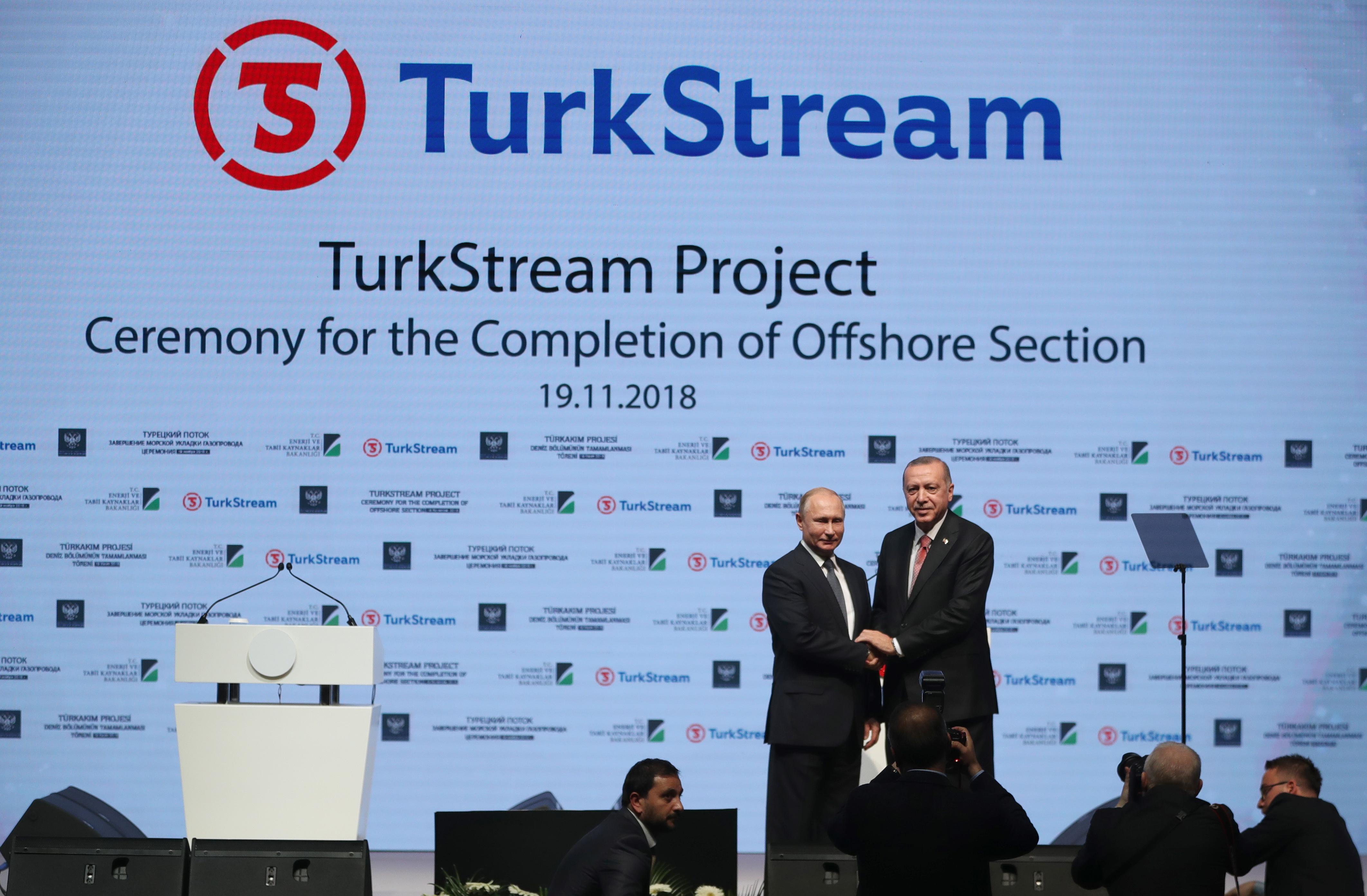 Президентите Ердоган и Путин присъстваха на церемония за завършване на строителството на морския участък на газопровода, по който ще се транспортира 31,5 милиарда куб. м. газ годишно за Турция и Европа