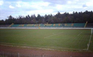 """Подновяват стадион """"Дружба"""""""