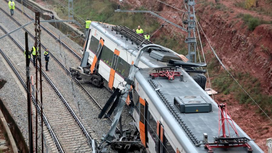 Влак дерайлира край Барселона, един човек загина