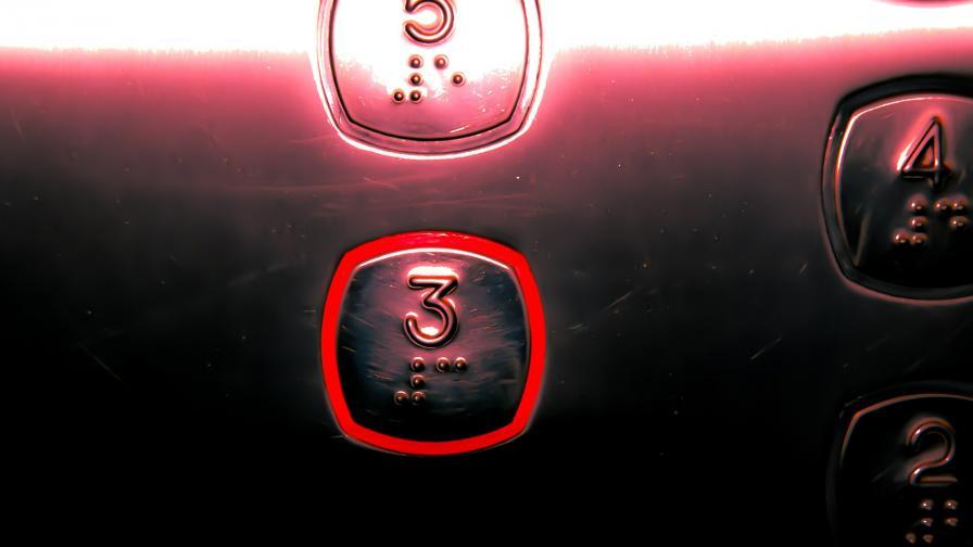 Шестима оцеляха, след като паднаха 84 етажа с асансьор