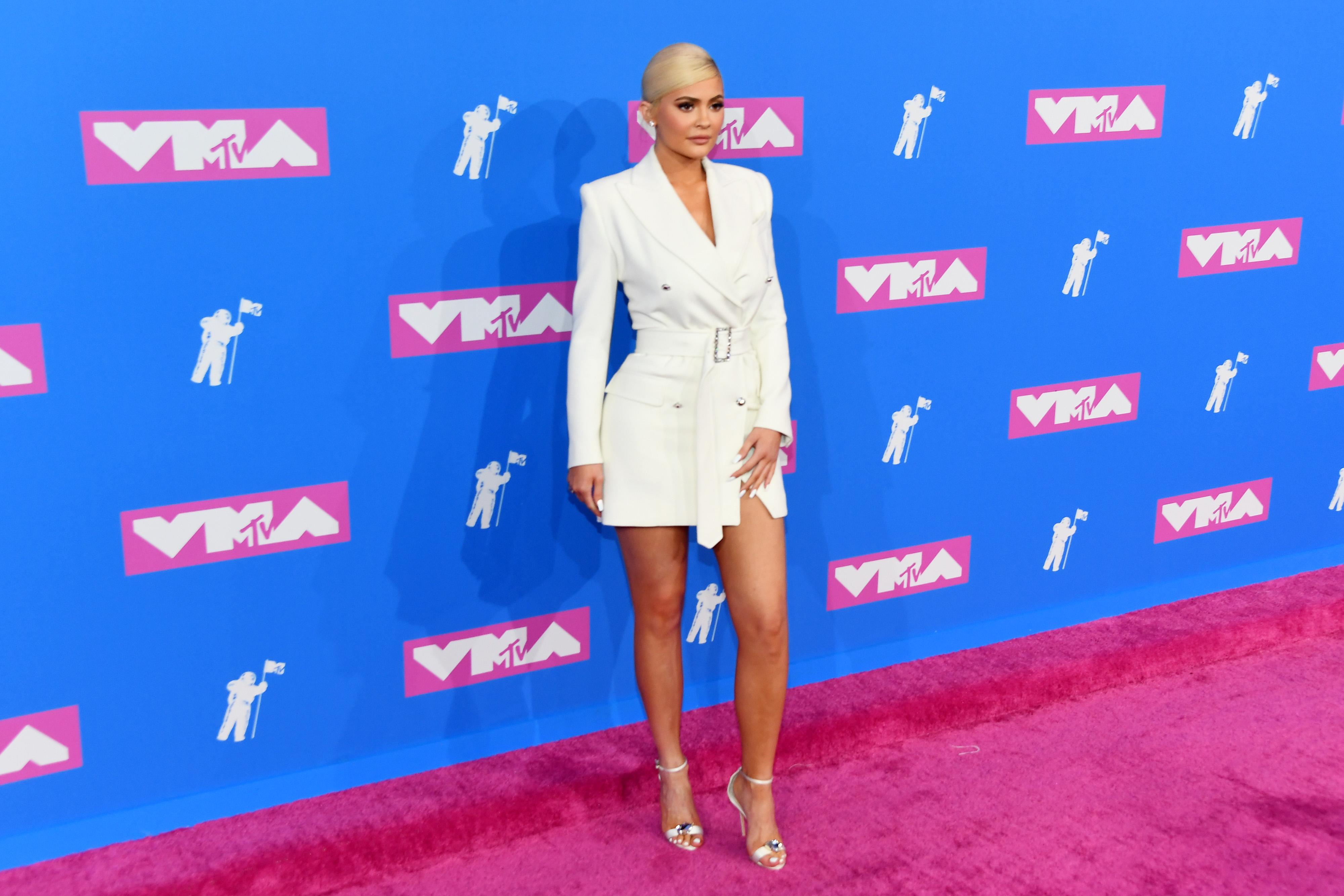 1. Кайли Дженър<br /> Независимо дали е по бельо на Victoria&#39;s Secret, спортен екип на Adidas или рокля на Александър Уанг, най-младата милиардерка има незавабевен ефект върху модната индустрия.
