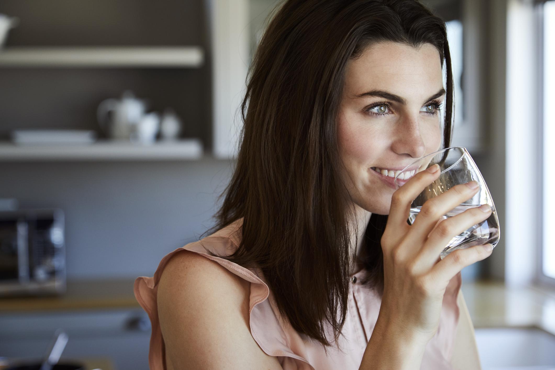 Наблегнете на хидратацията. Пийте много вода, за да се изведат токсините от организма.