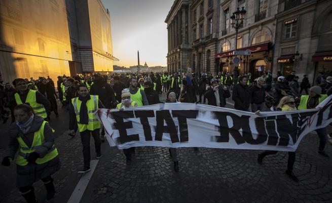 Задържаха мъж с граната преди протестите в Париж