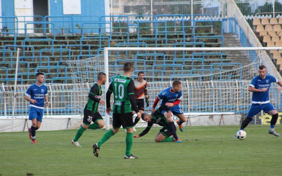 Нефтохимик се справи с Левски Карлово и остава лидер в Югоизточната Трета лига