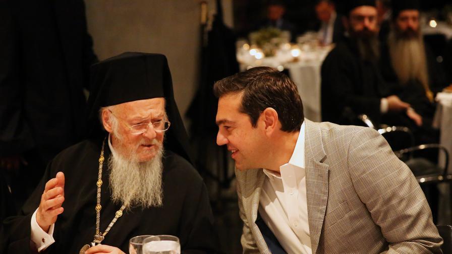 <p>Разводът с Православната църква в Гърция стана война</p>