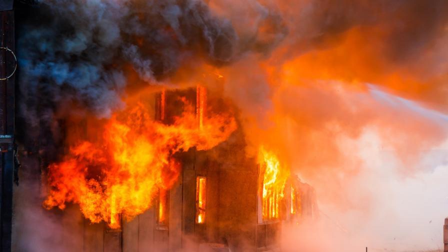Пожар горя през нощта в бивше училище до Русе