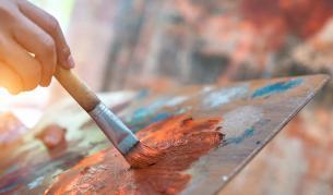 <p>Вижте <strong>момичето, което рисува живи картини</strong></p>
