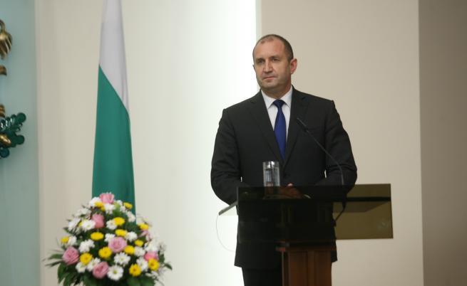 Радев: Москва да върне украинските кораби