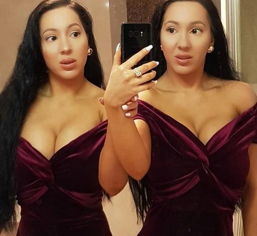 Близначките Анна и Луси ДеКинк са били на първите страници в миналото със своите крайни пластични операции. 33-годишните сестри съобщават, че са похарчили 250 000 долара за процедури, за да променят външния си вид и да продължат да изглеждат еднакви.