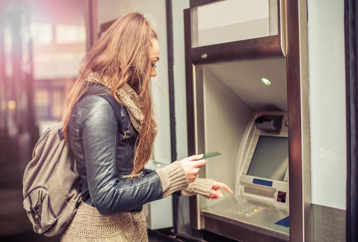 Отделна банкова сметка. Повечето двойки имат общи финанси, но когато е ясно, че се разделяте: е добре финансите ви да бъдат при вас.