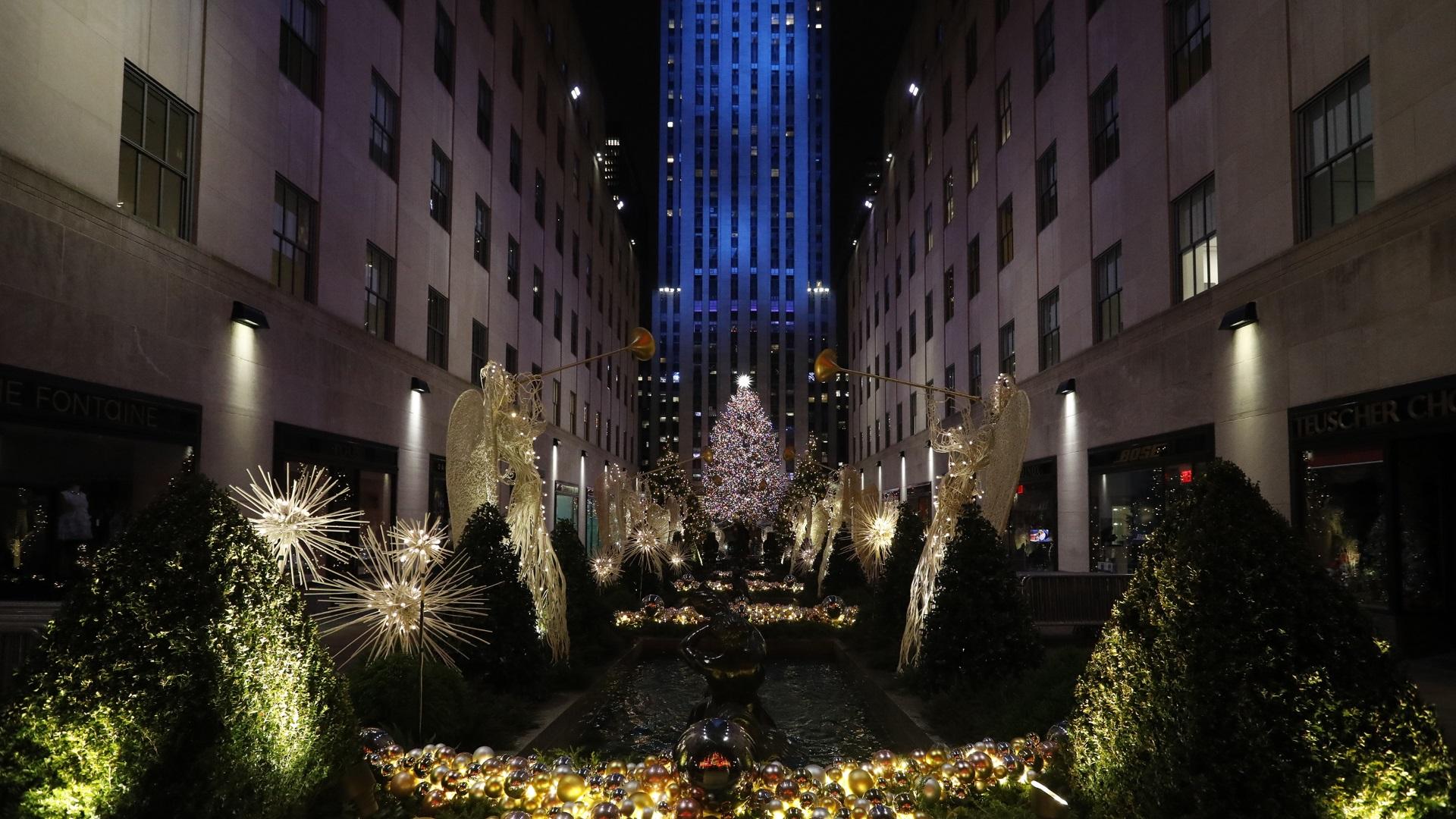 В Ню Йорк светна една от най-известните елхи в света