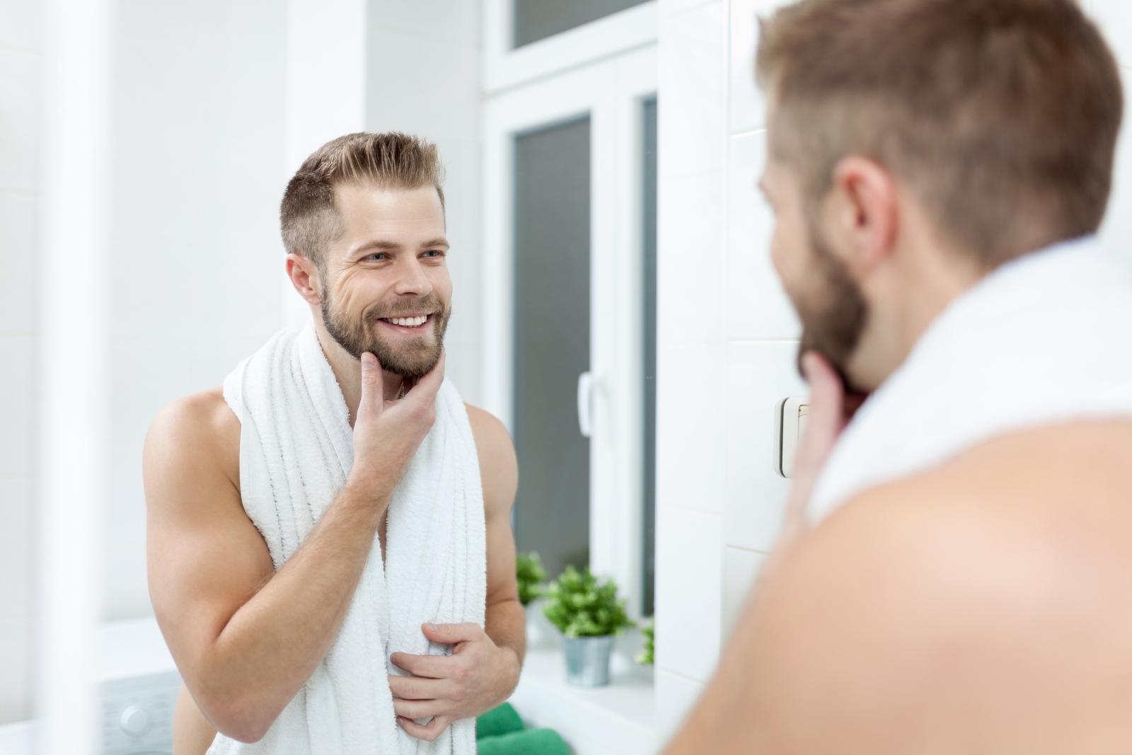 """Мъж признава, че използва балсама за коса на жена си за брадата. """"Прави брадата ми мека, а кожата след това не ме сърби""""."""