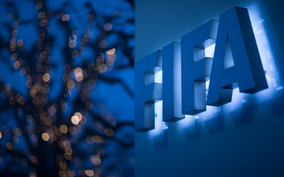 ФИФА и УЕФА подават ръка на Гърция