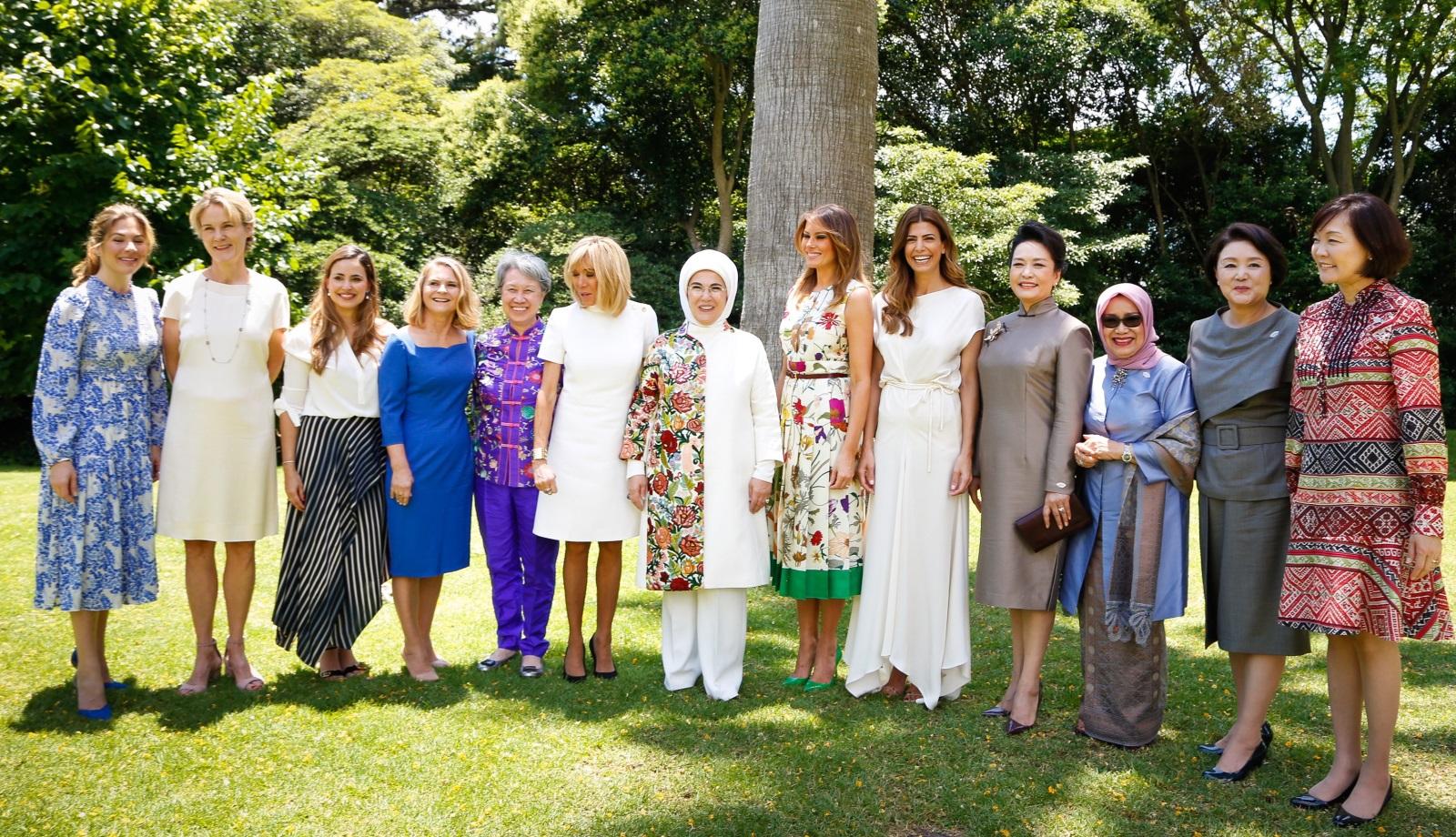 Обща снимка на първите дами на срещата на Г-20 в Аржентина